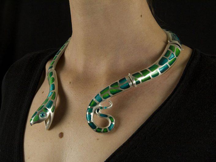 Collier serpent en argent émaillé
